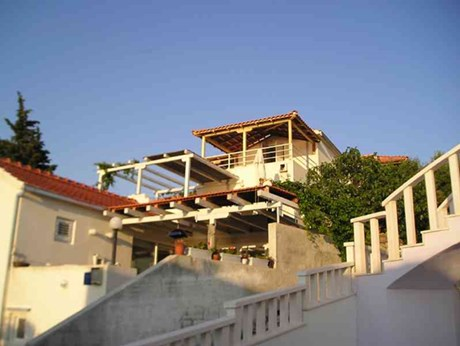 Apartments Bajto, Necujam