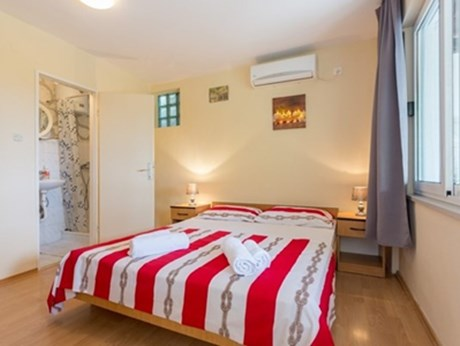 Apartments Guesthouse Grljević, Mlini - Apartments385.com