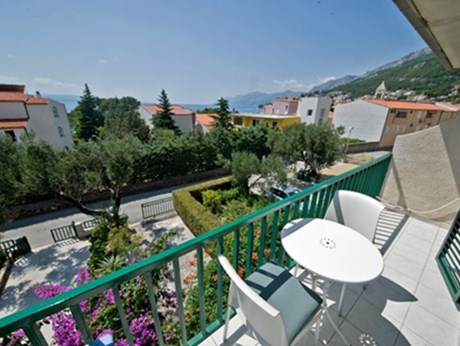 Apartments and rooms Mandalena, Baska Voda