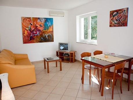 Apartments Klemenčić, Baska - Apartments385.com