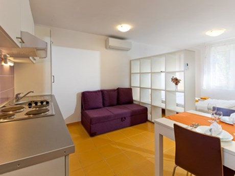 Apartments Lopari, Nerezine - Apartments385.com