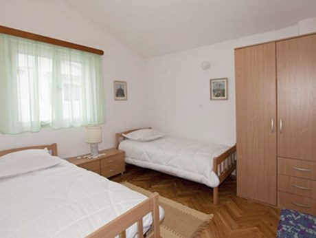 Apartments Milković, Tucepi - Apartments385.com