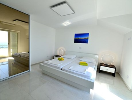 Apartments Pansion Petrovac, Island Hvar