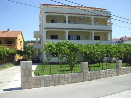 Apartments Pičuljan, Lopar