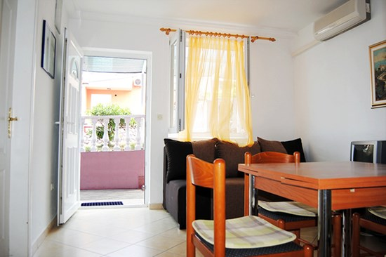 Apartments Villa Baškica, Baska - Apartments385.com