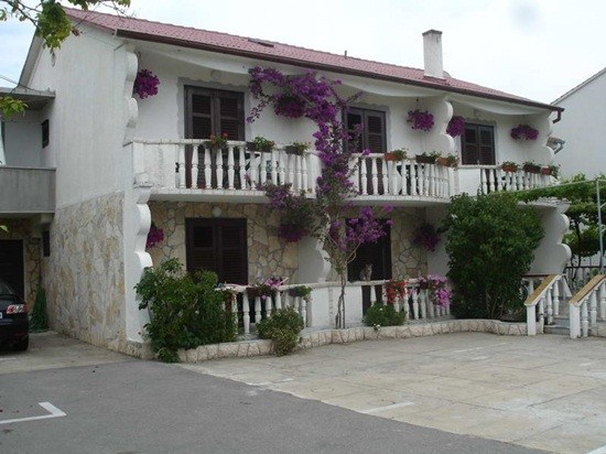 Apartments Helena, Lopar