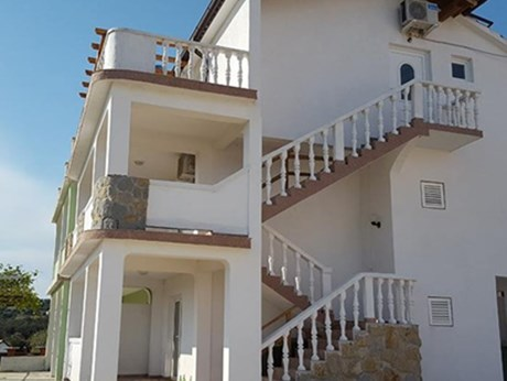 Apartments Elena, Lopar