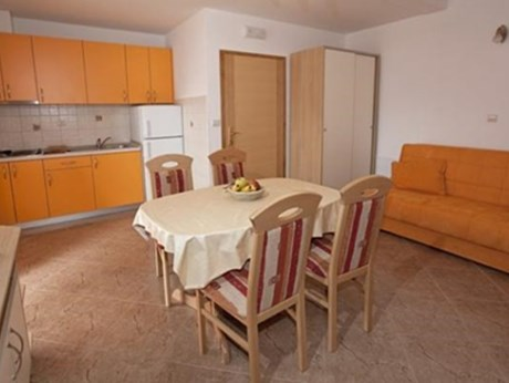 Apartments Kamena, Tucepi - Apartments385.com