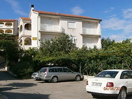 Apartments Klara, Lopar