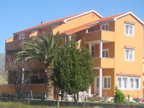 Apartments Laura, Lopar