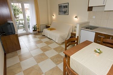 Apartments Villa Lilli, Tucepi - Apartments385.com