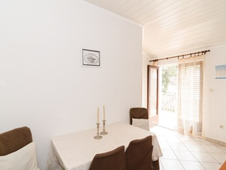 Apartments Vila Nikol, Trpanj - Apartments385.com