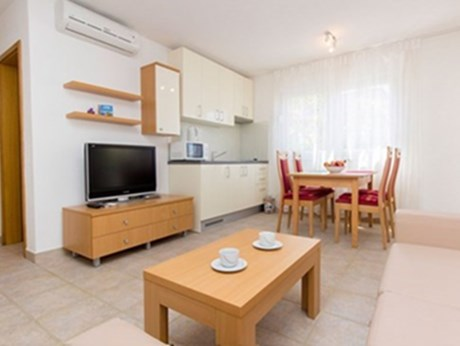 Apartments Villa Lavanda, Pirovac - Apartments385.com
